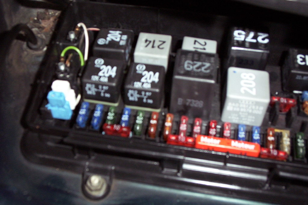 vag com operation here s a fuzzy picture of the fusebox showing the obd connectors